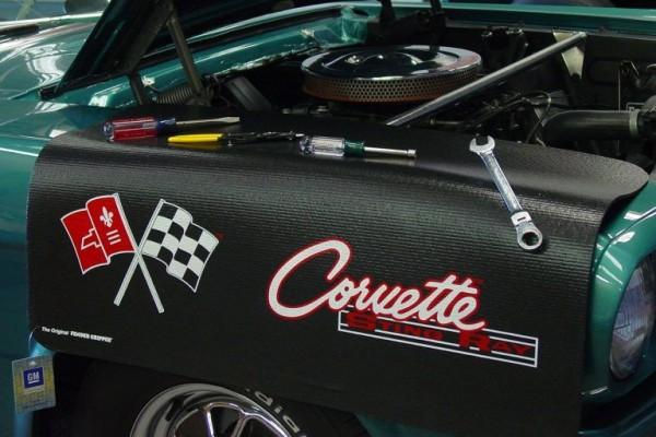 "Kotflügelschoner mit ""Corvette C2"" Logo, Stück"