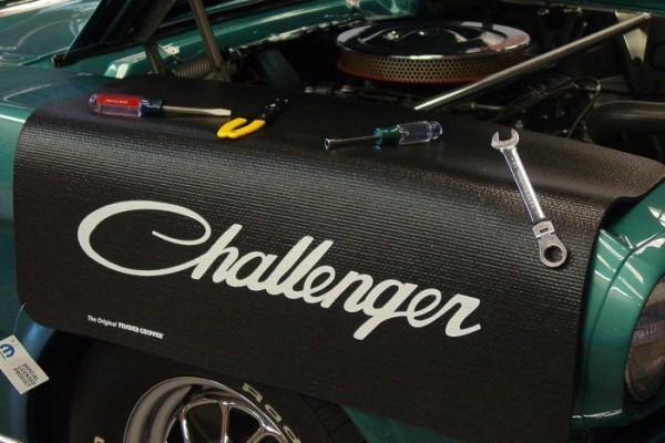 """Kotflügelschoner mit """"Challenger"""" Logo, Stück"""