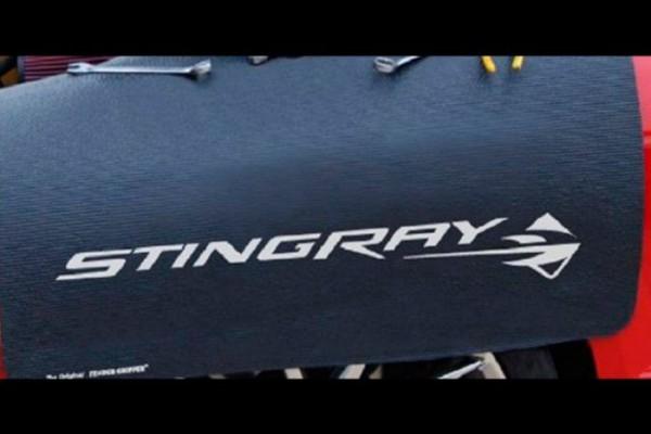"Kotflügelschoner mit ""Stingray"" Logo, Stück"