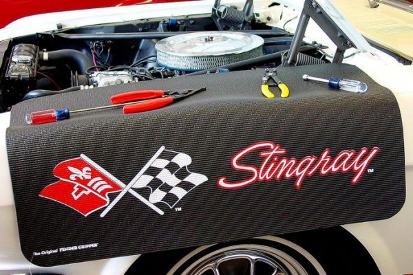 "Kotflügelschoner mit ""Corvette C3"" Logo, Stück"