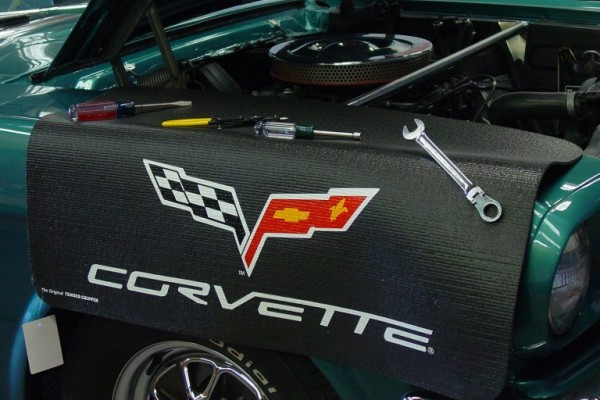 "Kotflügelschoner mit ""Corvette C6"" Logo, Stück"
