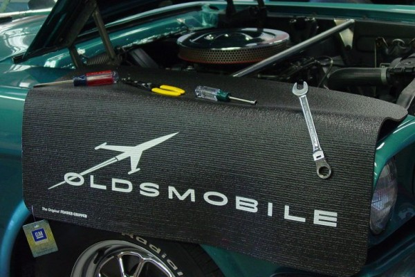 Kotflügelschoner mit - Oldsmobile - Logo, Stück