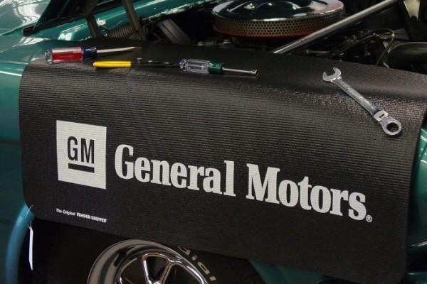 Kotflügelschoner mit - General Motors - Logo, Stück