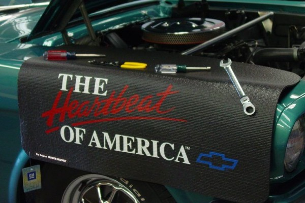 "Kotflügelschoner mit ""The Heartbeat of America"" Logo, Stück"