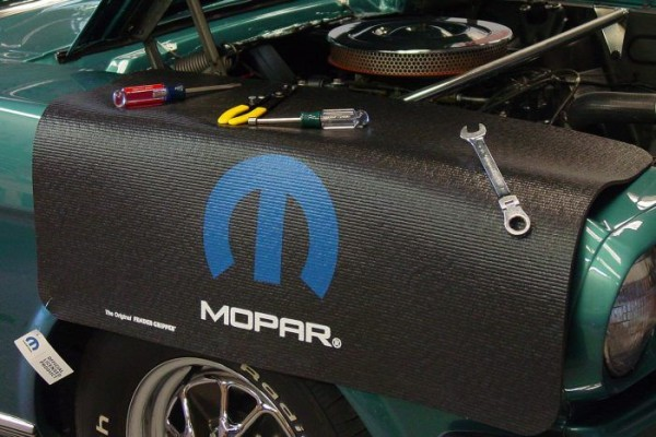 Kotflügelschoner mit - Mopar - Logo, Stück