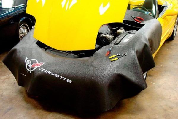 Kotflügelschoner Motorraum mit - Corvette C5 - Logo, Stück